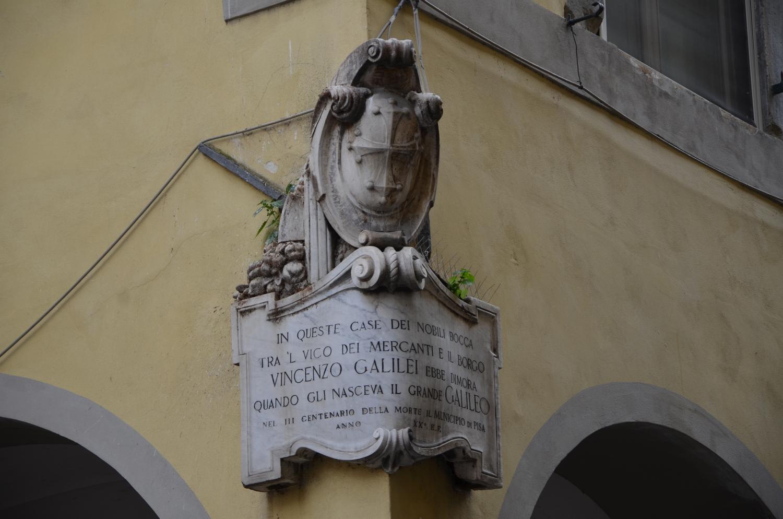 Epigrafe apposta su casa Bocca, in Borgo Stretto (L. Corevi, Comune di Pisa)