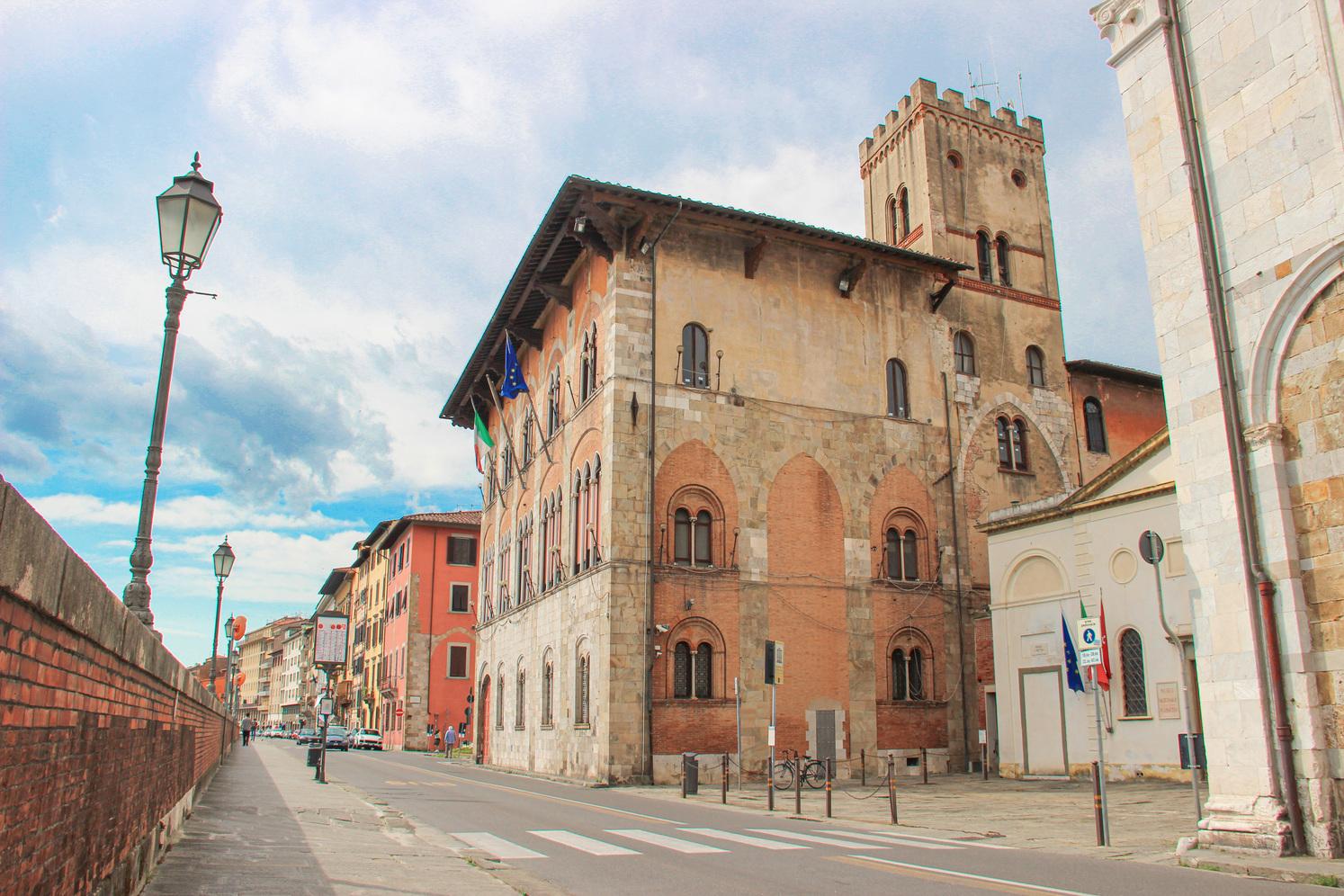 Ristrutturazione neo gotica - Palazzo Vecchio de' Medici, Prefettura (G. Bettini, Comune di Pisa)