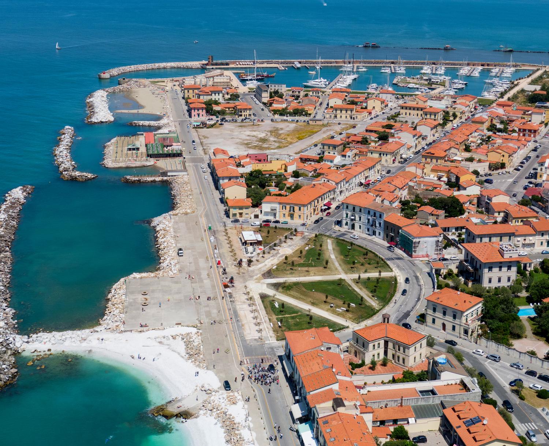 Panoramica con Terrazza fratelli Pontecorvo e Piazza Baleari dall'alto _ foto con drone (M. Boi, Comune di Pisa)