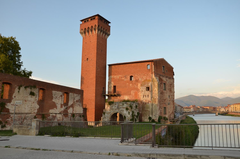 Il Castellaccio dall'attuale Ponte della Cittadella (L. Corevi, Comune di Pisa)