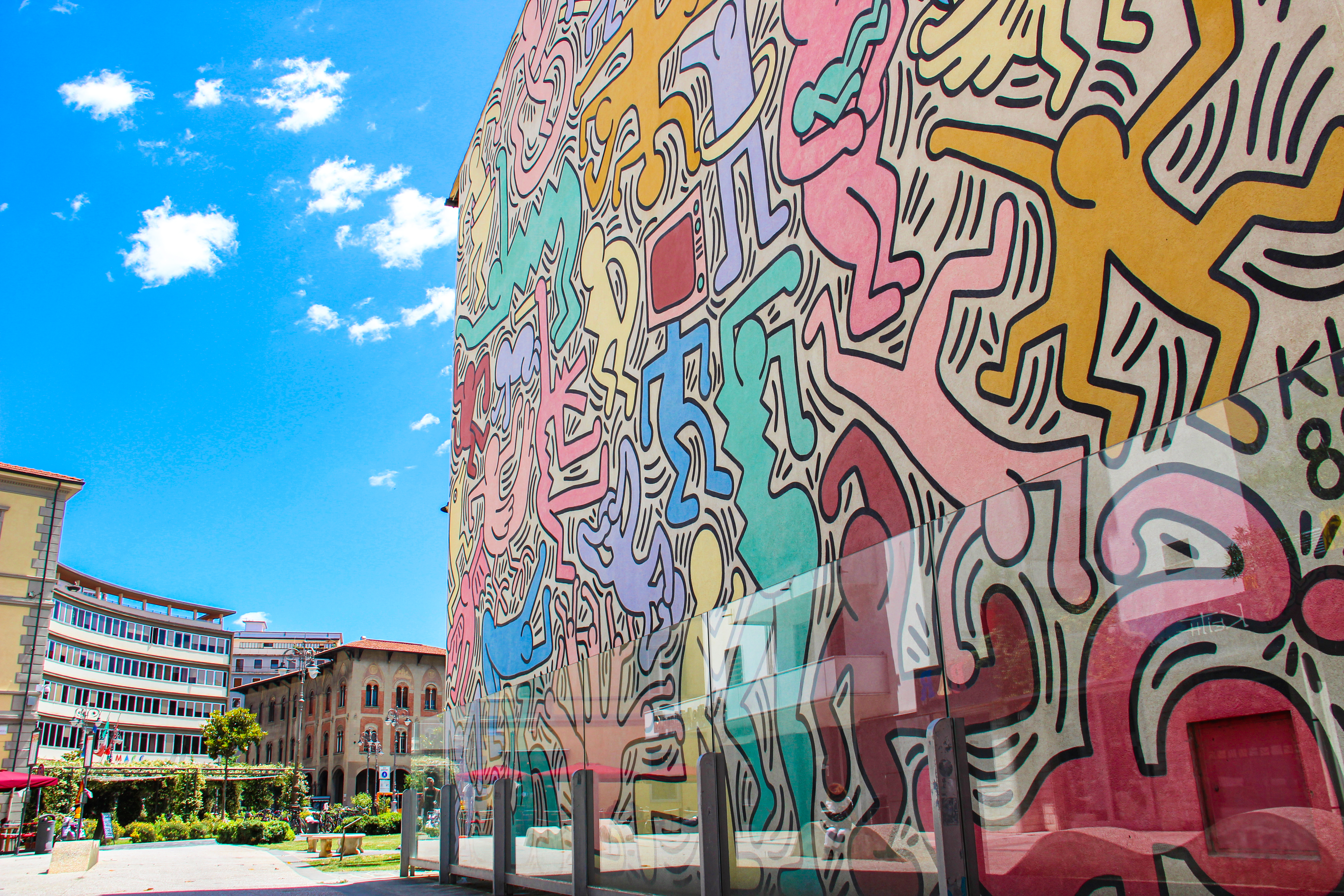 Particolari murale Tuttomondo, Keith Haring (G. Bettini, Comune di PIsa)