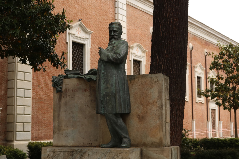 Statua Ulisse Dini, Via Ulisse Dini (A. Matteucci)
