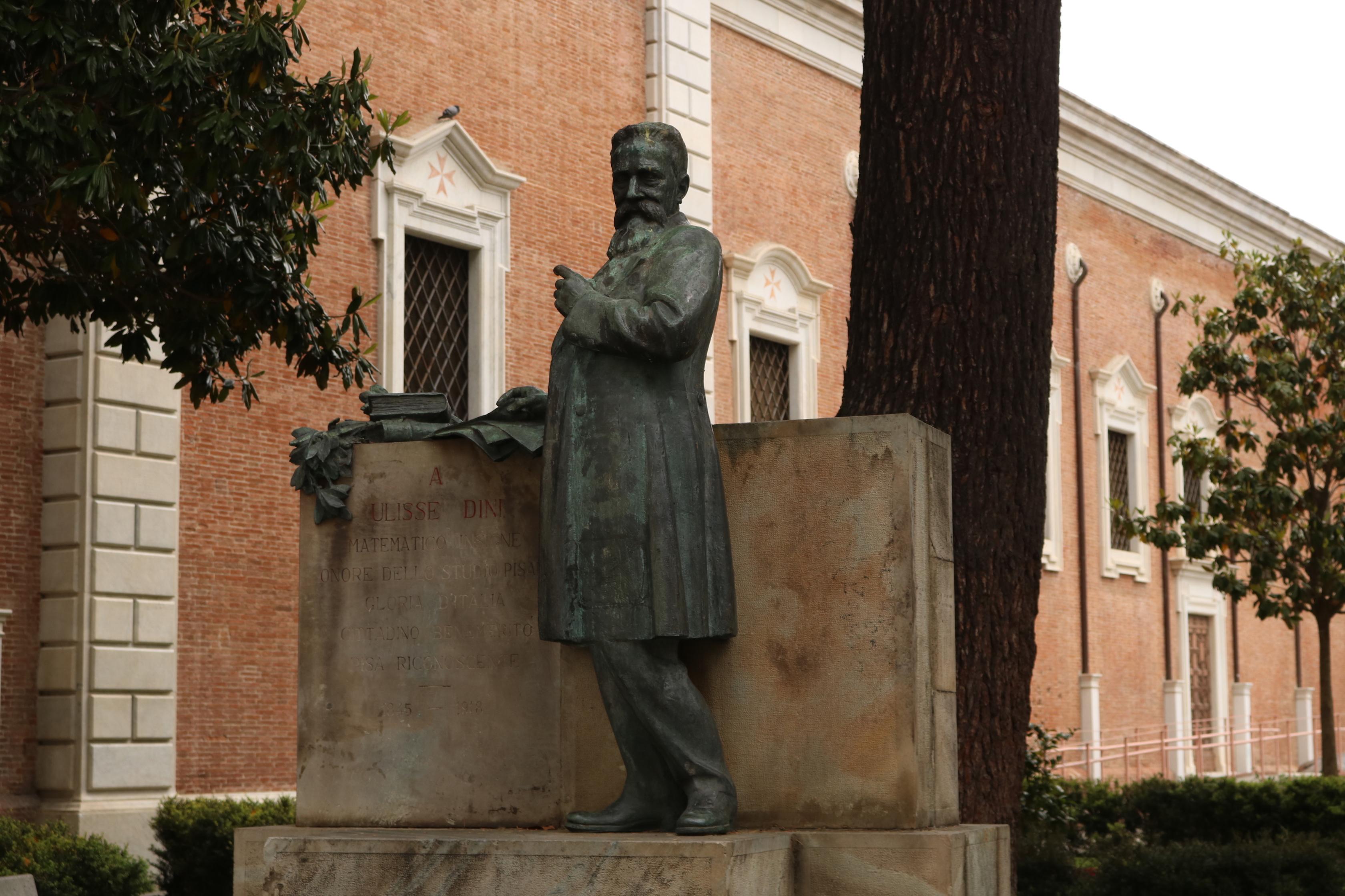 Statua - Via Ulisse Dini