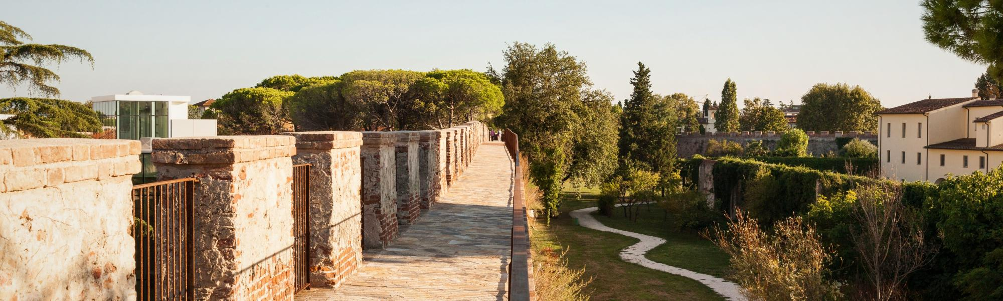 Camminamento sulle mura (da Mura di Pisa, www.muradipisa.it)