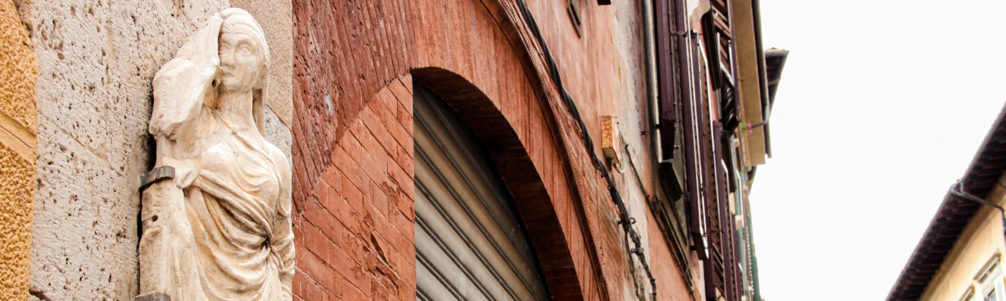 Donna Chinzica, reimpiego antico _ Via San. Martino (G. Bettini, Comune di Pisa)