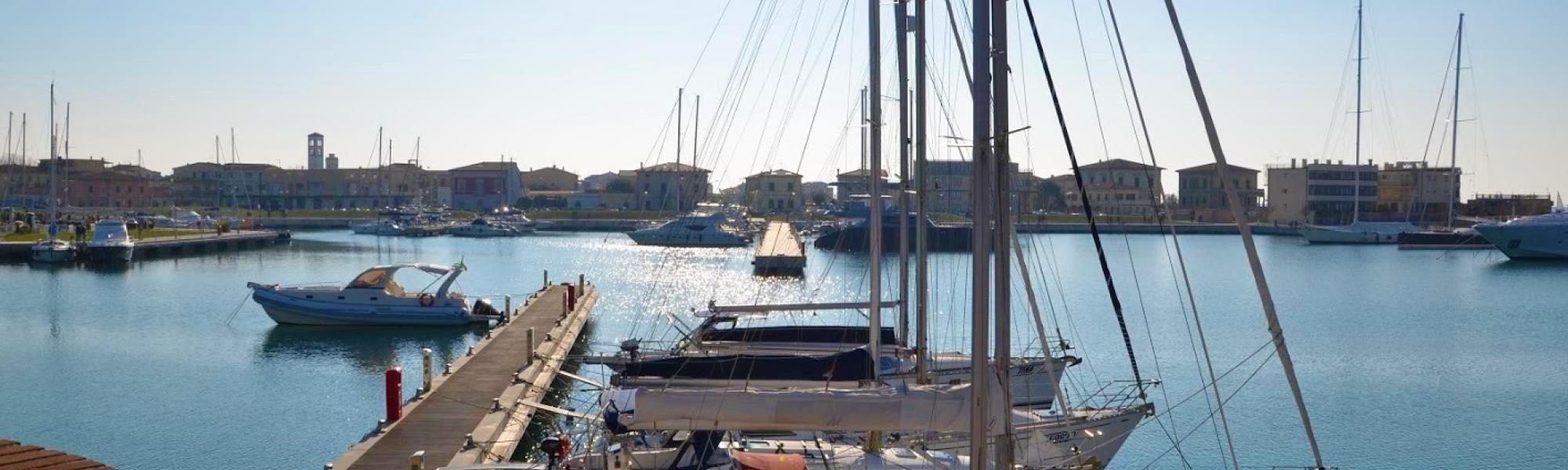 Banchina del porto a Marina di Pisa (R. Cardini)