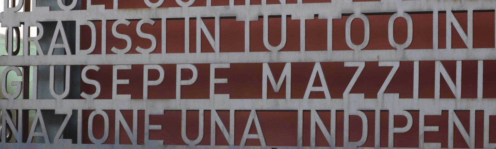 Particolare facciata su Via D'Azeglio - Domus Mazziniana (A. Matteucci)