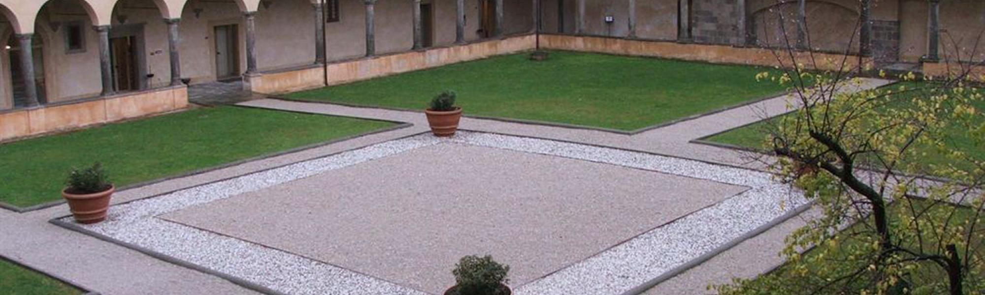 Convento di S. Croce in Fossabanda, il chiostro interno (http://www.listaippocrate.it)