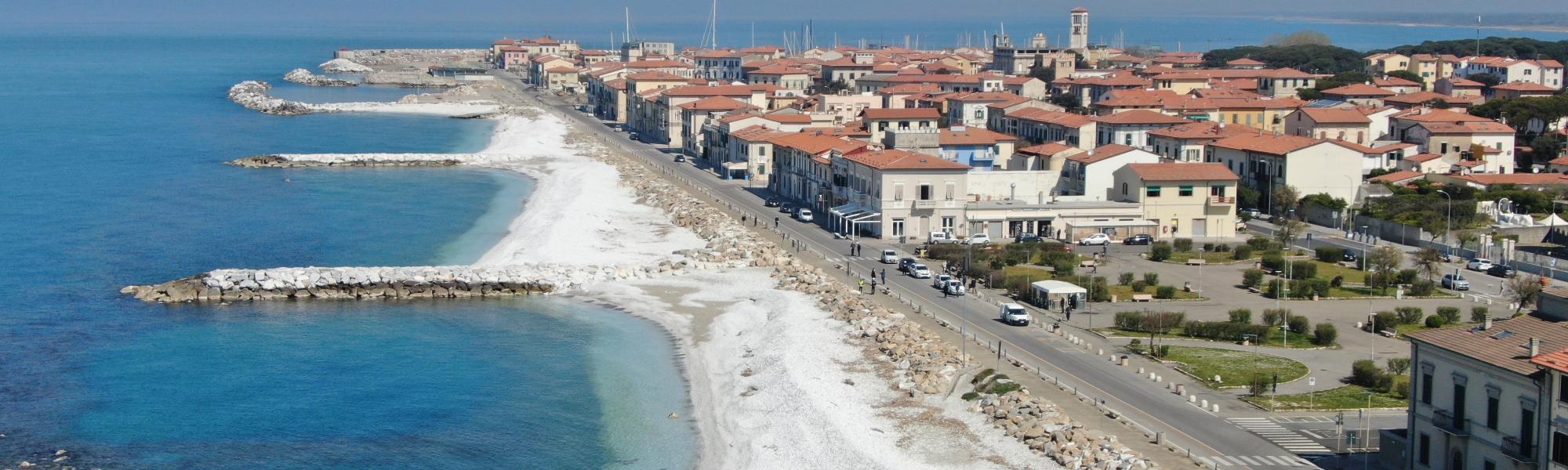 Veduta aerea Marina di Pisa, spiagge di sassi bianchi - foto con drone ( M. Boi, Comune di Pisa)