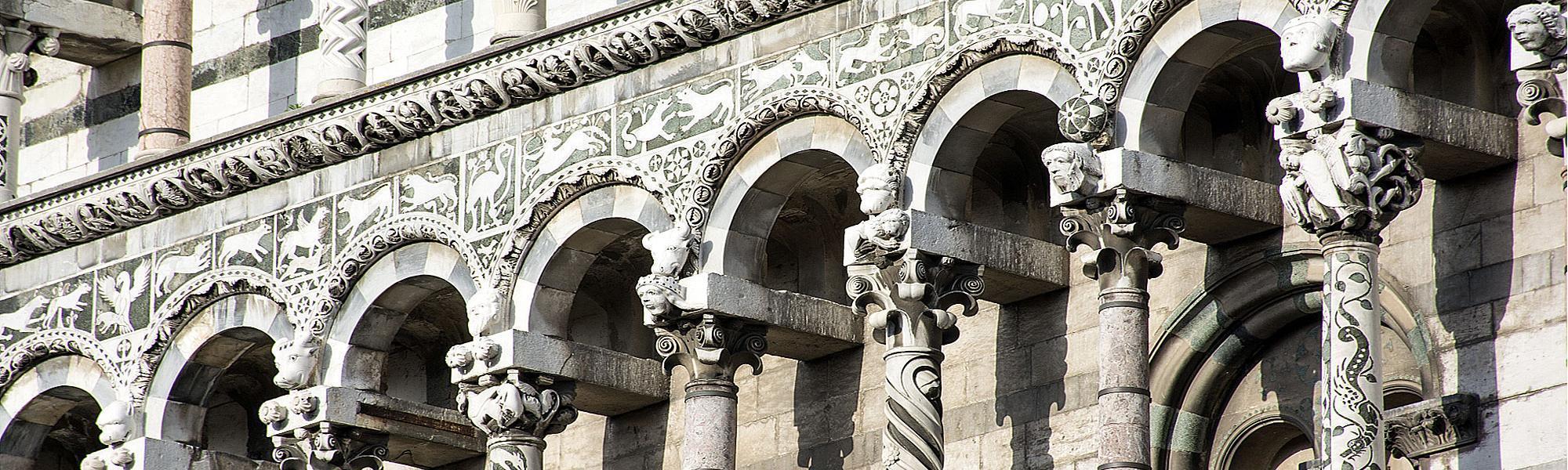 Dettaglio della decorazione architettonica del Duomo di Pisa