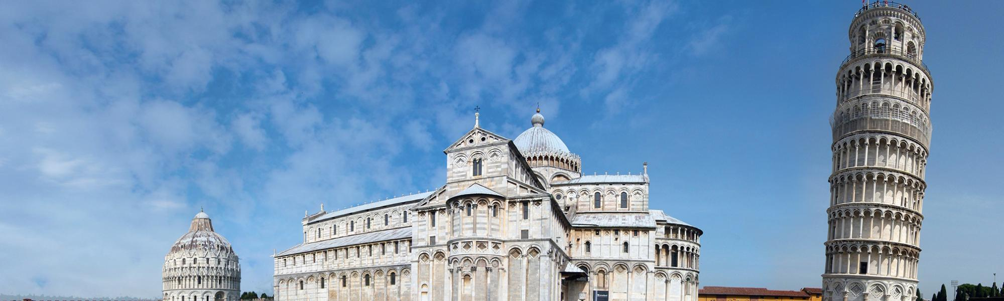 Piazza del Duomo a Pisa con il Battistero, la Cattedrale e la Torre pendente