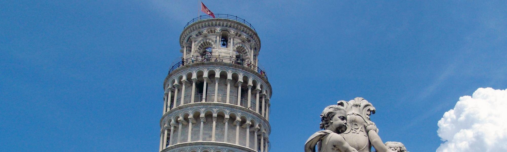 Torre campanaria (torre pendente)