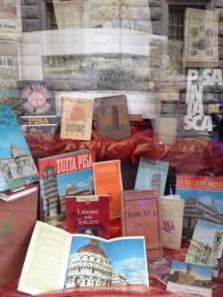 Vetrina libreria Pisa ( (L. Corevi, Comune di Pisa)