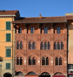 Facciata Palazzo Agostini e Caffè dell'Ussero (L. Corevi, Comune di Pisa)