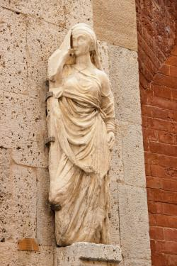 Donna Chinzica, reimpiego antico _ Via San. Martino (G. Bettini. Comune di Pisa)